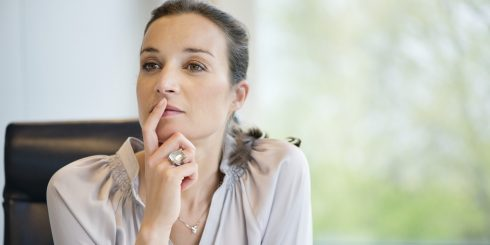 o-business-woman-thinking-facebook-490x245